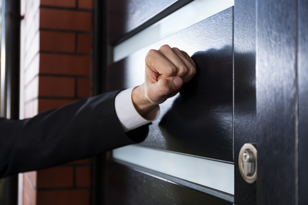 Is It Really IRS Who Is Knocking On Your Door?